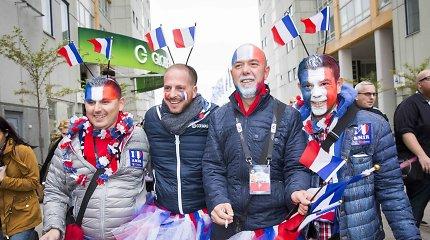 """""""Eurovizijos"""" gerbėjai Stokholme finalui pasiruošė atsakingai: tai bent kostiumai ir aistra"""