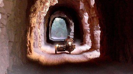 """Aplink pasaulį motociklu III. Keliautojo moto – """"Nepamiršk šiandien rizikuoti"""""""