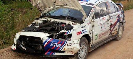 "Po pirmos ralio ""Kurzeme 2014"" dienos pirmauja J.Vorobjovs, V.Švedas sudaužė automobilį"