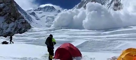 Šerpams paliekant Everestą atšaukiamos ekspedicijos į aukščiausią pasaulio viršukalnę