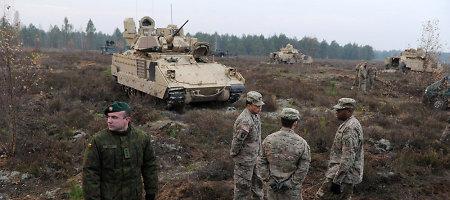 """Pamatykite savomis akimis: JAV pėstininkų kovos mašinos """"Bradley"""" – Pabradės poligone"""