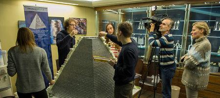 Pinigų muziejuje – rekordinė piramidė iš milijono monetų