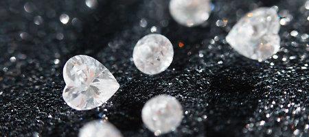 """Rusijos deimantų monopolininkės """"Alrosa"""" pusmečio pelnas išaugo 58 proc."""