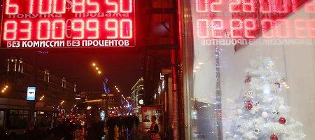 Euras ketvirtadienio rytą kainuoja 74,02 rublio, doleris – 59,26 rublio