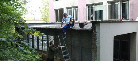 Per Vilniaus nakvynės namų langą iš ketvirto aukšto iškrito 4-erių vaikas