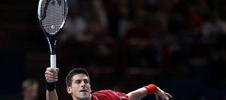 Novakas Džokovičius nugalėjo Gaelį Monfilsą ir pateko į ketvirtfinalį Paryžiuje
