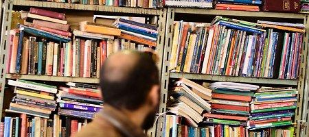 Maskvos knygynuose lentynos lūžta nuo kliedesių