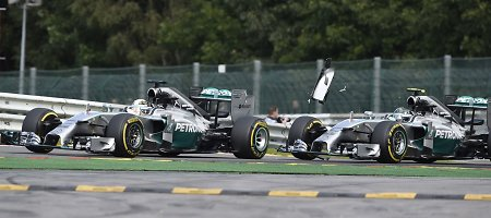 """FIA neketina dar karta svarstyti """"Mercedes"""" pilotų incidento F-1 lenktynėse Belgijoje"""