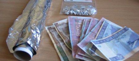 Vilniaus pakraštyje sulaikyta jauna moteris su 76 lankstinukais narkotikų