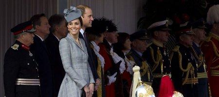 Nėščia Kembridžo hercogienė Catherine grįžo prie karališkųjų pareigų
