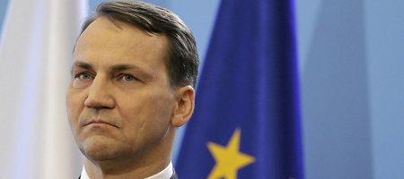 """R.Sikorskis interviu """"Gazeta Wyborcza"""": įrašo, kad V.Putinas siūlė dalytis Ukrainą, neturiu"""