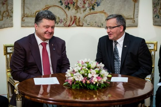 """AFP/""""Scanpix"""" nuotr./Ukrainos išrinktasis prezidentas Petro Porošenka ir Lenkijos prezidentas Bronislawas Komorowskis"""
