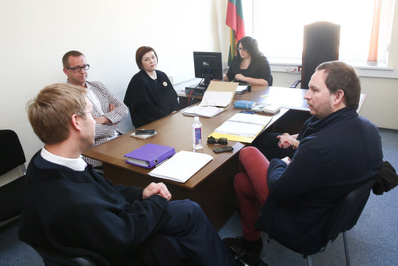 Luko Balandžio/Žmonės.lt nuotr./Teismo posėdis: Martynas Tyla (kairėje), Vidmantas Čepkauskas-Vidis (dešinėje)