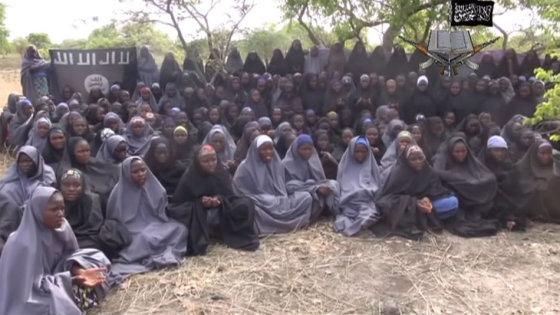 Kadras iš filmuotos medžiagos/Nigerijoje pagrobtos mergaitės