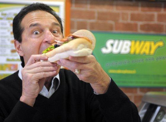 """AFP/Scanpix nuotr./Vienam """"Subway"""" tinklo sumanytojų, milijardieriui Fredui DeLuca, dėl skundų gali tekti patuštinti kišenę."""