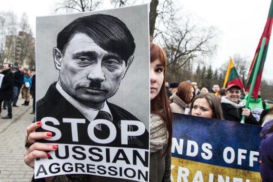 BFL/Vyginto Skaraičio nuotr./Protestuotojai prie Rusijos ambasados