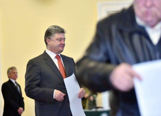 """AFP/""""Scanpix"""" nuotr./Ukrainos prezidentas P.Porošenka balsavo rinkimuose."""