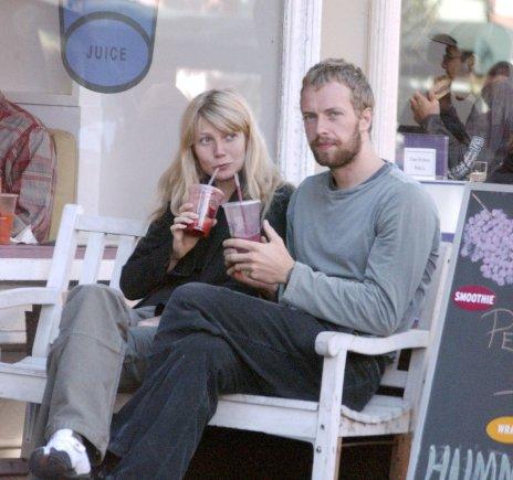 AOP nuotr./Gwyneth Paltrow ir Chrisas Martinas 2003 metais