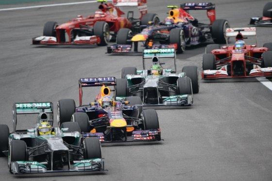 """""""Scanpix"""" nuotr./Nico Rosbergas priekyje, už jo – Sebastianas Vettelis"""