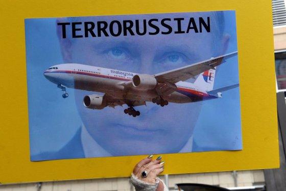 """AFP/""""Scanpix"""" nuotr./V.Putinas atvirai kaltinamas dėl Malaizijos lėktuvo katastrofos"""