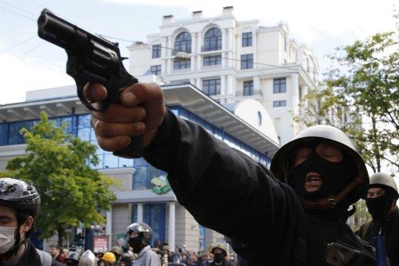 """""""Reuters""""/""""Scanpix"""" nuotr./Prorusiškas šaulys Odesoje"""