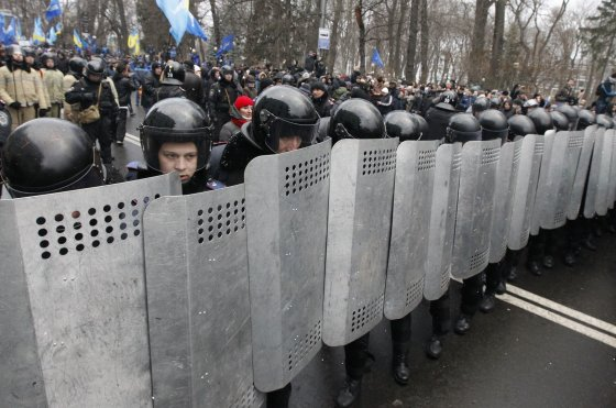 """""""Reuters""""/""""Scanpix"""" nuotr./Opozicijos mitingas Kijevo Nepriklausomybės aikštėje"""