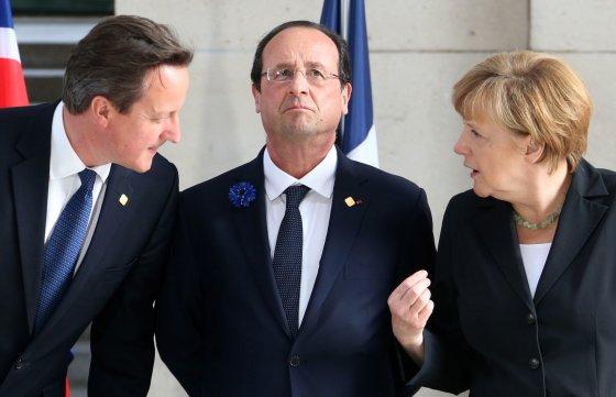 """Reuters""/""Scanpix"" nuotr./Davidas Cameronas, Francois Hollandas ir Angela Merkel"