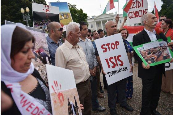 Protestuotojai prieš