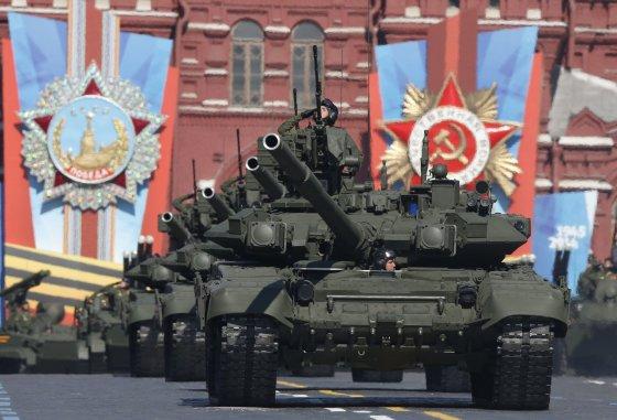"""""""Reuters""""/""""Scanpix"""" nuotr./Rusijos tankai"""