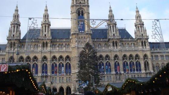 """15min.lt skaitytojos Rasos K. nuotr./Vienos Rotušė """"skaičiuoja"""" dienas, likusias iki Kalėdų."""