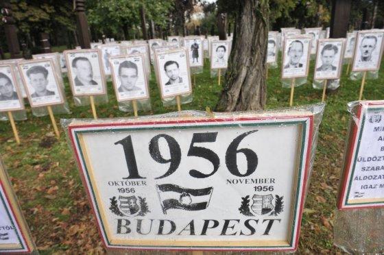 """AFP/""""Scanpix"""" nuotr./1956 m. Vengrijos okupacijos aukos"""