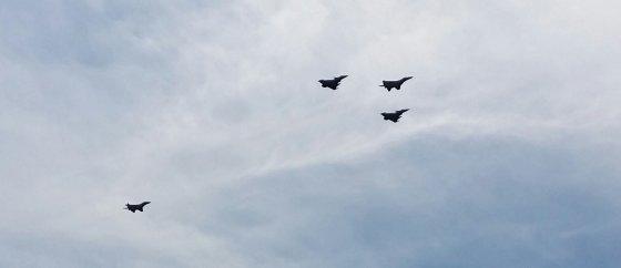Skaitytojo Audriaus Kucausko nuotr./NATO naikintuvai virš Vilniaus Kariuomenės ir visuomenės dieną