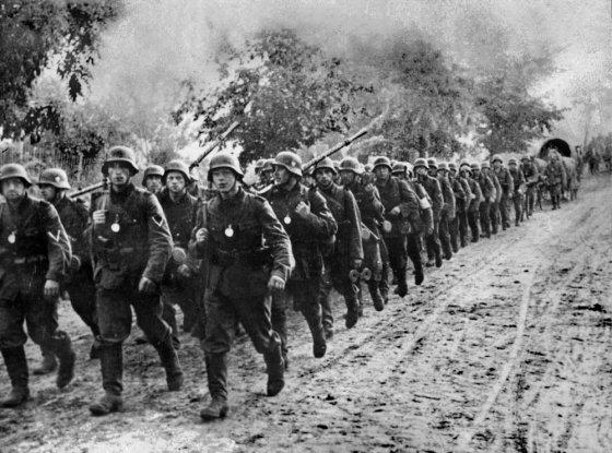 """AFP/""""Scanpix"""" nuotr./Vokietijos kariuomenė kerta Lenkijos sieną 1939 m."""