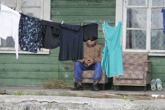 Andriaus Ufarto/BFL nuotr./Lietuvoje sunku rasti miestelį ar didesnį kaimą, kurio centras nebūtų nuklotas dėvėtais drabužiais.
