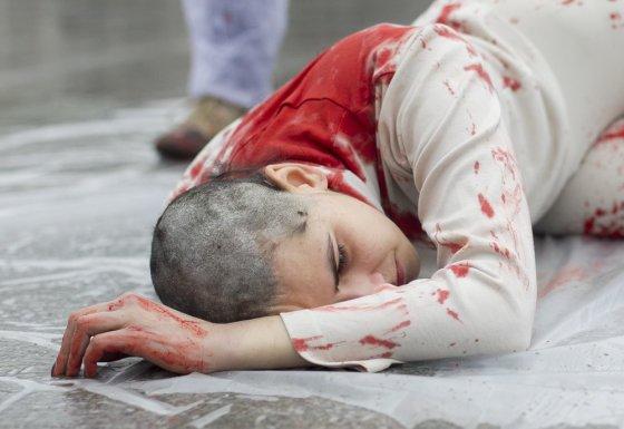 Irmanto Gelūno/15min.lt nuotr./Protestuodama prieš kailių pramonės žiaurumą Milda paaukojo savo plaukus.