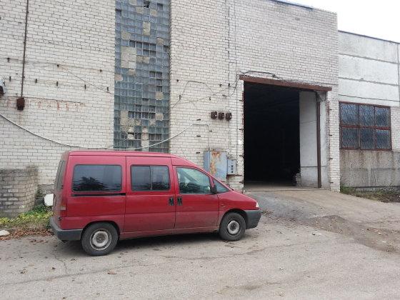 """15min.lt nuotr./Žalios spalvos """"Huyndai"""" automobilis dar pirmadienio pavakarę buvo priduotas į šią metalo supirktuvę."""