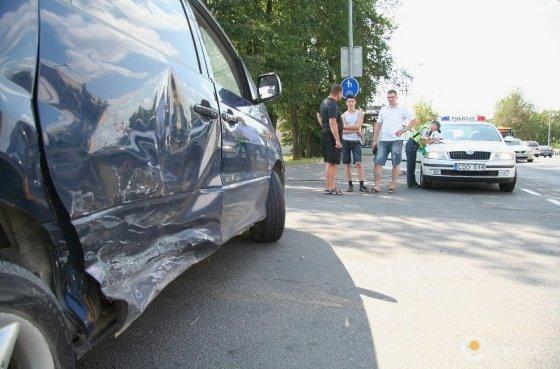 "Etaplius.lt nuotr./Automobilis ""Toyota Previa"" po avarijos"