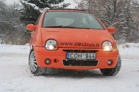 """Alvydo Januševičiaus nuotr./Šiauliečio Donato Skulskio sukonstruotas elektromobilis """"Elektron Twingo""""."""