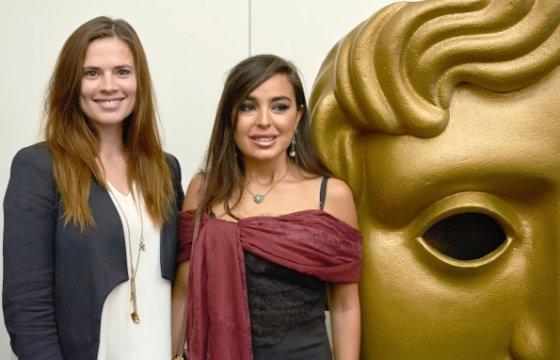 """""""TV Production Team"""" nuotr./Britų aktorė Hayley Atwell (dešinėje) ir Azerbaidžano Prezidento Ilha Aliyevo dukra Leyla Aliyeva"""