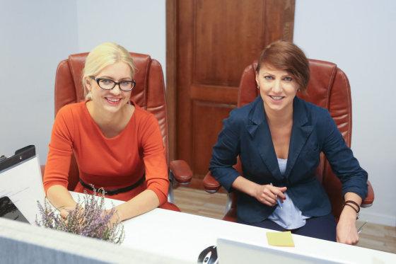 Juliaus Kalinsko/15min.lt nuotr./Vaida Pleskačevska ir Renata Pleskačevska (dėšnėje)