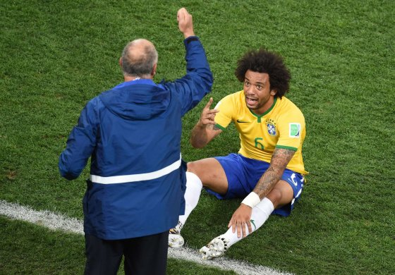 "AFP/""Scanpix"" nuotr./Brazilijos futbolo rinktinės treneris Luizas Felipe Scolari ir Marcelo"