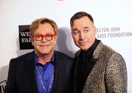 """Reuters""/""Scanpix"" nuotr./Eltonas Johnas ir Davidas Furnishas"