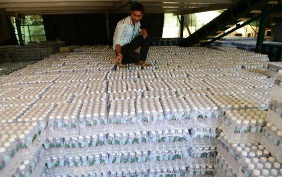 "AFP/""Scanpix"" nuotr./Mineralinio vandens buteliukai"