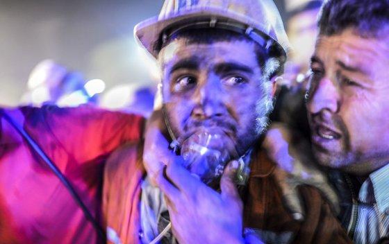 """AFP/""""Scanpix"""" nuotr./Sužeistas angliakasys Turkijoje"""