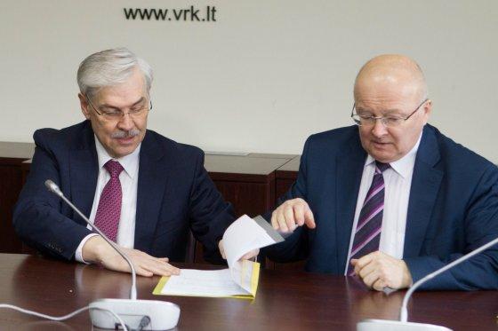 BFL/Vyginto Skaraičio nuotr./Zigmantas Balčytis ir Vyriausiosios rinkimų komisijos pirmininkas Zenonas Vaigauskas