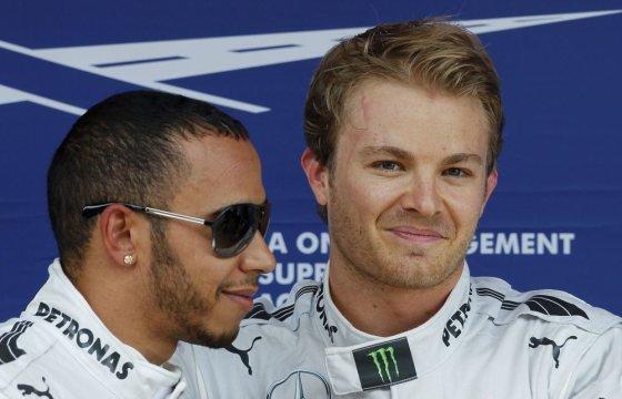 """""""Reuters""""/""""Scanpix"""" nuotr./Nico Rosbergas ir Lewisas Hamiltonas"""