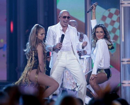 """Reuters""/""Scanpix"" nuotr./Jennifer Lopez, Pitbullis ir Claudia Leitte"
