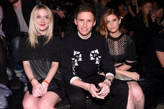 H&M nuotr./Dakota Fanning, Eddie Redmayne'as ir Kate Mara