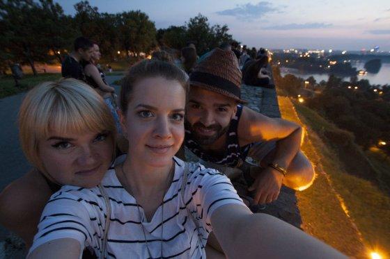 LNK nuotr./Aušra Tomkutė, fotografė Maja Zmaja ir Šarūnas Kirdeikis