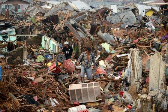 """AFP/""""Scanpix"""" nuotr./Taip atrodo taifūno nusiaubti Filipinai"""